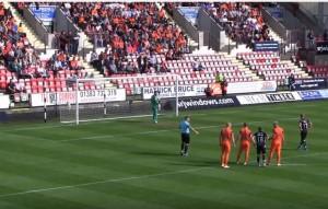 Para tre rigori in 23 minuti: portiere Dundee United eroe