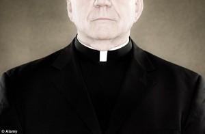 GB: paura Isis, preti potranno levare collarino bianco