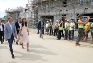 Kate Middleton e il selfie con il muratore FOTO. E William si arrabbia