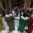 Renzi a Napoli, De Magistris dà buca. Scontri in Galleria Umberto 7