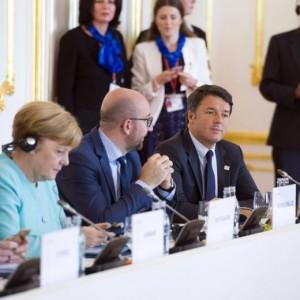 """Renzi si smarca da Hollande e Merkel: """"La Germania non rispetta le regole"""""""