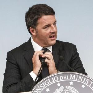 """Def, Renzi: """"Pil all'1% nel 2017 e deficit fino al 2,4%"""""""