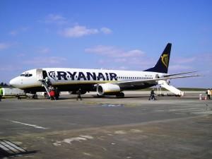 """Ryanair, volo in ritardo: """"Vacanza rovinata"""". Risarcita coppia per 1100€"""