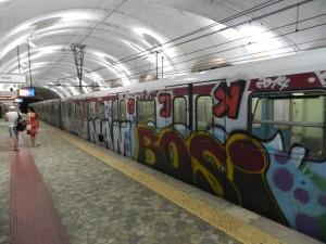 Roma, metro B: travolto dal treno, grave ragazzo 12 anni