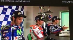 Guarda la versione ingrandita di MotoGp. Valentino Rossi e Jorge Lorenzo litigano dopo la gara VIDEO