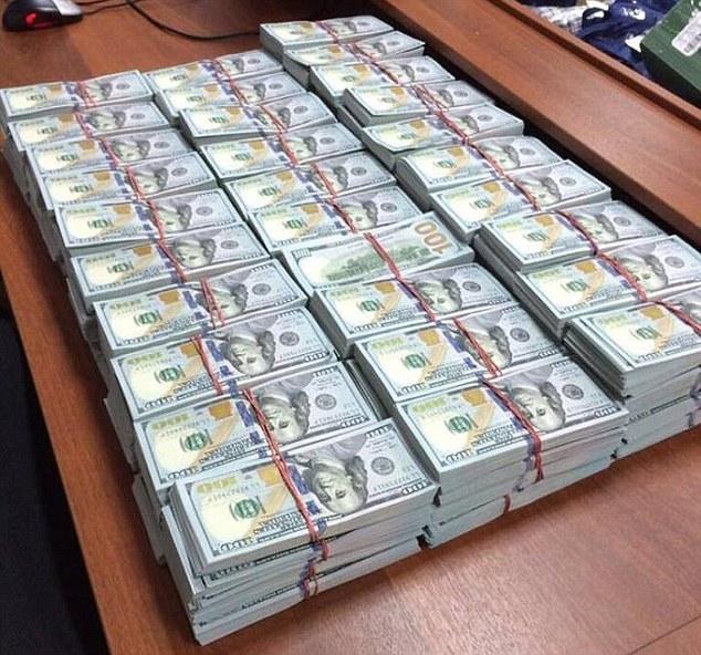 Russia, a casa del capo anti-corruzione 122 milioni di dollari: sequestrati 2 2