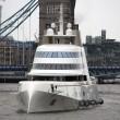 Mega yacht oligarca russo costretto a restare a largo: non entra in porto04