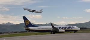 Guarda la versione ingrandita di Ryanair, bimba fa capricci e tiene in ostaggio intero volo
