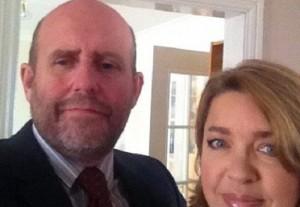 Sandra Taylor tradisce marito parroco con barbone ospitato in casa
