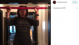 Daniela Santanchè, esercizi alla sbarra VIDEO