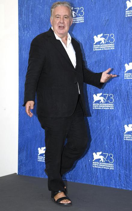 Venezia, sul red carpet arriva Michele Santoro... in ciabatte! FOTO05