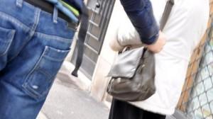 Picchia ladro: denunciato. Capogruppo FI lo difende gratis