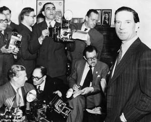 """Spionaggio Inghilterra, """"il settimo uomo è ancora vivo"""". Giudice: Nome non pubblicabile"""