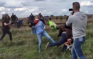YOUTUBE Sgambetto a migrante in fuga, Petra Laszlo rischia 5 anni di carcere