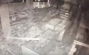 Amatrice, il momento del terremoto ripreso in un supermercato