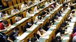 Studenti in aula per il test di ammissione alla facoltà di Medicina  ANSA/ALESSANDRO DI MARCO