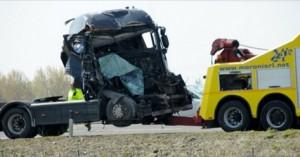Guarda la versione ingrandita di A1 Ceprano e Pontecorvo, scontro tra tir: un morto e un ferito
