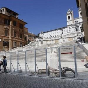Scalinata Trinità dei Monti restaurata. Ma c'è chi propone un cancello