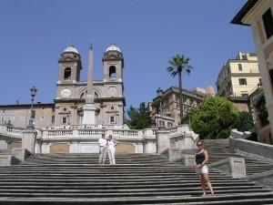 Roma, pic nic a Trinità dei Monti: a 7 turisti multe per 900 euro