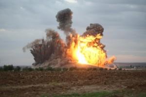 """Siria, raid della coalizione: gli Usa """"per errore"""" fanno strage soldati: 62 morti"""