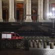 Vaticano, uomo sfonda transenne a Piazza Sa 5n Pietro FOTO