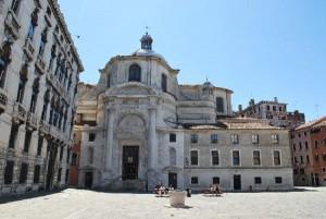 Venezia, fa pipì sulla chiesa: multa da 10 mila euro