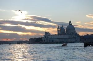 Venezia, Andrea Faccin, 31 anni, trovato morto in casa dalla fidanzata
