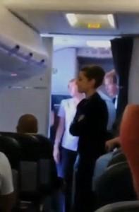 Guarda la versione ingrandita di Ubriachi sul volo per Ibiza: caos su due voli per passeggeri molesti