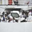 Migranti, al porto di Napoli ne sbarcano 465 04