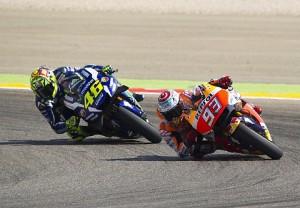 """MotoGP, Marquez vince e punge Valentino Rossi: """"Strano e nervoso"""". Replica: """"Ma chi sei, uno psicologo?"""""""