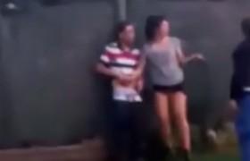 Buenos Aires, coppia lo fa in strada: arriva la polizia. Ma lei non vuole smettere…