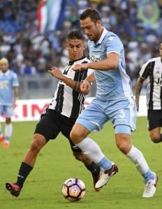 Lazio, ansia Stefan de Vrij: rischia due mesi di stop