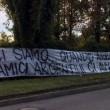 """Icardi, ultras Curva Nord Inter sotto casa. Striscione: """"Quando arrivano tuoi amici argentini ci avverti?"""" 01"""