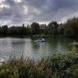 Affonda in auto nel lago col suo cane tre persone li salvano 8