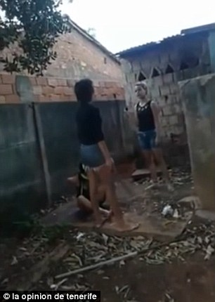 Brasile: compagna di scuola legata, picchiata