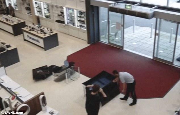 Cliente distrugge per sbaglio quattro televisori 2