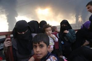 YOUTUBE-FOTO Isis brucia pozzi petrolio a Mosul..come Saddam Hussein 25 anni fa66