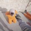 Isis, segno nero su testa prigionieri con bomboletta spray