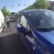 Kiev, abbandona moto in mezzo alla strada ed insegue scippatore