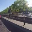 Kiev, abbandona moto in mezzo alla strada ed insegue scippatore 5