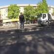 Kiev, abbandona moto in mezzo alla strada ed insegue scippatore 2