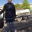 Kiev, abbandona moto in mezzo alla strada ed insegue scippatore 3
