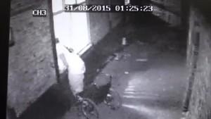 Ladro in sedia a rotelle entra rompendo vetro. Poi ruba tv e allaga casa7