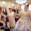 Matrimonio rom dura 4 giorni: sposa con abito da 200mila euro8