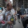 New York, indossa la spazzatura che ha prodotto nelle ultime due settimane5