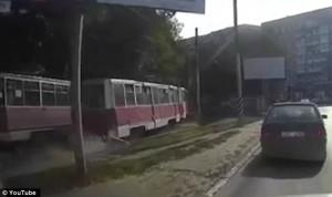 Piede incastrato nel tram viene trascinato per 500 metri4