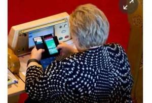 Premier Norvegia gioca a Pokemon Go in parlamento4