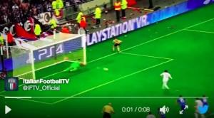 Guarda la versione ingrandita di Lione-Juventus, Buffon ha parato il rigore a Lacazette