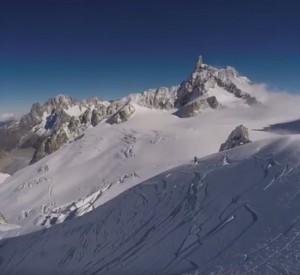 VIDEO Freeride scia fuoripista sul Monte Bianco e provoca una valanga