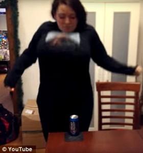 Schiaccia lattina birra col petto poderoso 5